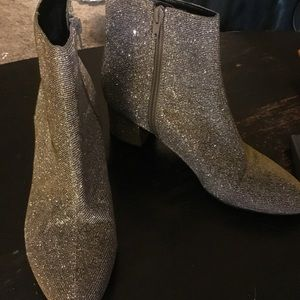 Unisa metallic gold/silver ankle boot size 7.5